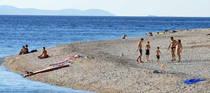 Zadnji dan listopada, a na plažama guštaju kupači