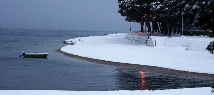 FOTO ARHIV: Sjećate li se snijega u Primoštenu 2012. ?!