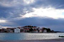 Na Jadranu pretežno oblačno, lokalni pljuskovi s grmljavinom