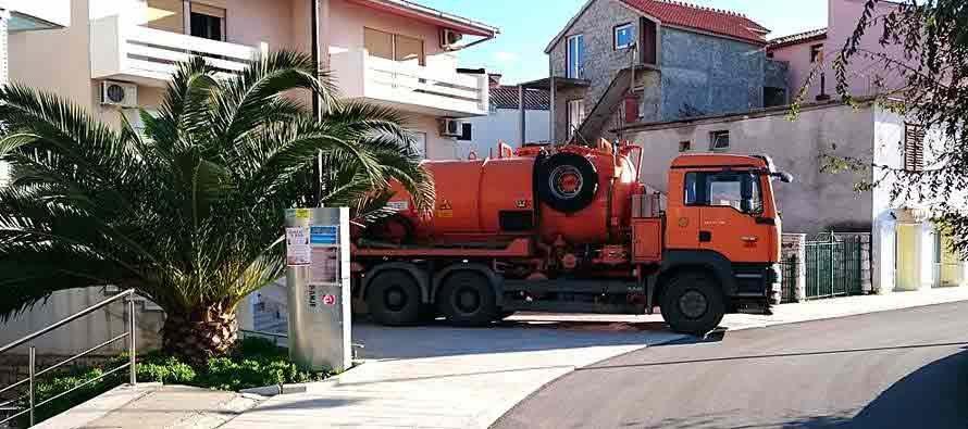 Pročišćavanje odvodnih cijevi u Primoštenu