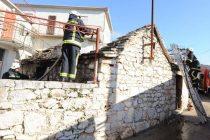 Požar u Širokama: Vatra progutala pušnicu u primoštenskom zaleđu
