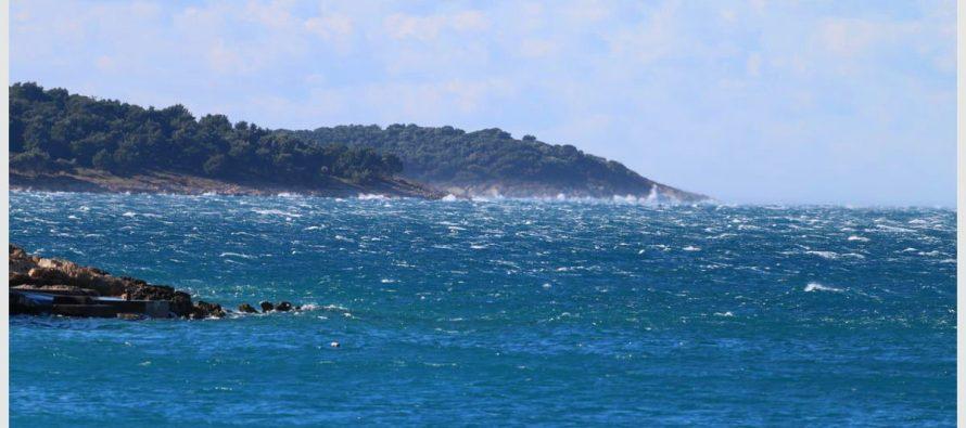 U Dalmaciji će se umjerena do jaka bura, na udare olujna, podno Velebita i orkanska proširiti na veći dio Jadrana