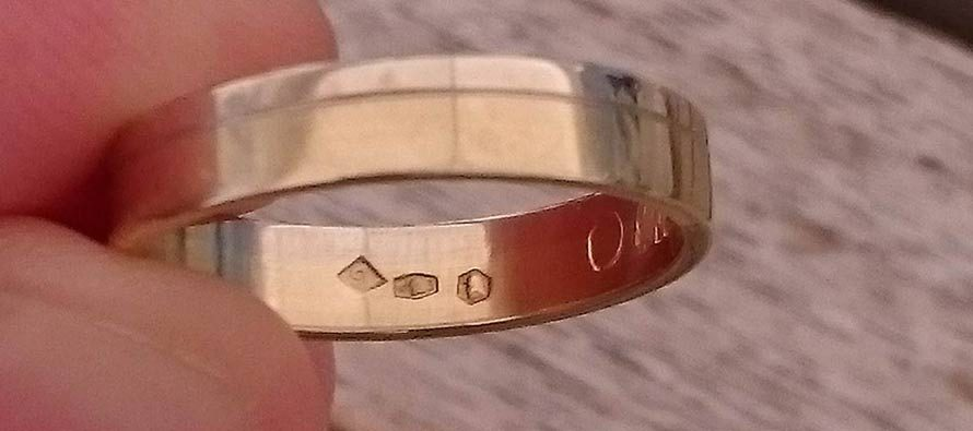 Ola javi se – Pronađen ti je zlatni vjenčani prsten – Ola, we found your wedding ring