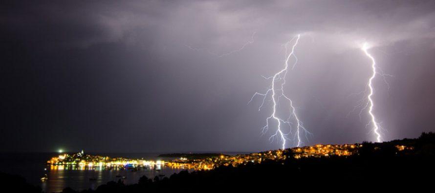 FOTO: Munje parale nebo nad Primoštenom