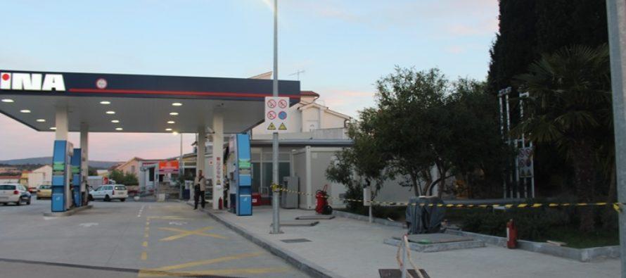 Tri radnika stradala u požaru na benzinskoj