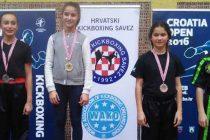 Lana i Nika kući sa medaljama :)