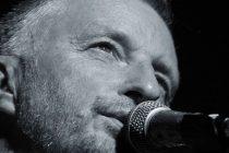 Poznati engleski kantautor Billy Bragg nastupat će u Primoštenu na SuperUho festivalu