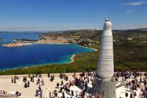 PRIJEDLOG OPĆINSKOG VIJEĆA: Primoštenci, dajte za svaku stepenicu 500 eura i izgradimo 2000 skala do Gospe od Loreta
