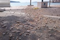 """FOTO: Uzburkano more i valovi se poigrali plažama, pa im malo smanjili """"kvadraturu"""""""