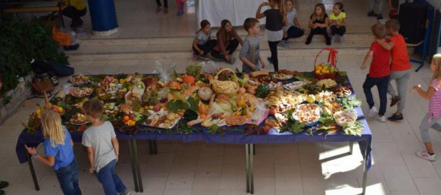 Obilježen Dan kruha u OŠ Primošten! Učenici obišli bolesne i starije stanovnike Primoštena