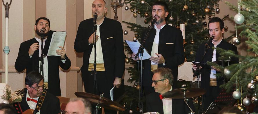 FOTO: Održan božićni koncert Puhačkog orkestra Primošten i klape Kampanel
