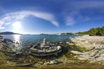 FOTO 360° – Kamena kolona i stijene (Marina Lučica)