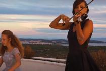 VIDEO: Pogledajte prekrasne kadrove sa vidikovca Gospe od Loreta uz zvukove poznate melodije iz serijala Game of Thrones koju izvode mlade umjetnice Tea Smolić-Ročak i Ema Ivković