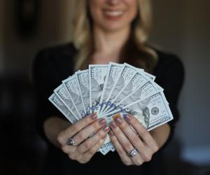 Ovih 5 horoskopskih znakova moglo bi biti s vama zbog vašeg novca