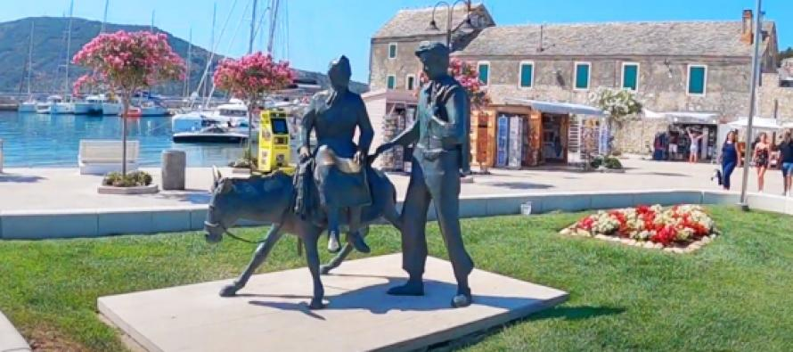 VIDEO : Turisti u điru po selu