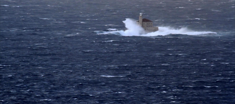 VIDEO: Pogledajte kako je svjetionik Mulo hrabro odolijevao jakim valovima