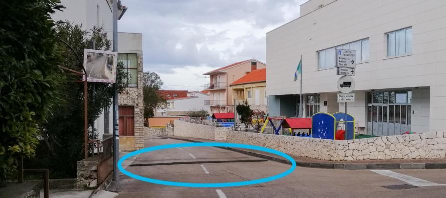 """Postavljeni uspornici tkz. """"ležeći policajci"""" kod dječjeg vrtića i u Dubrovačkoj ulici"""