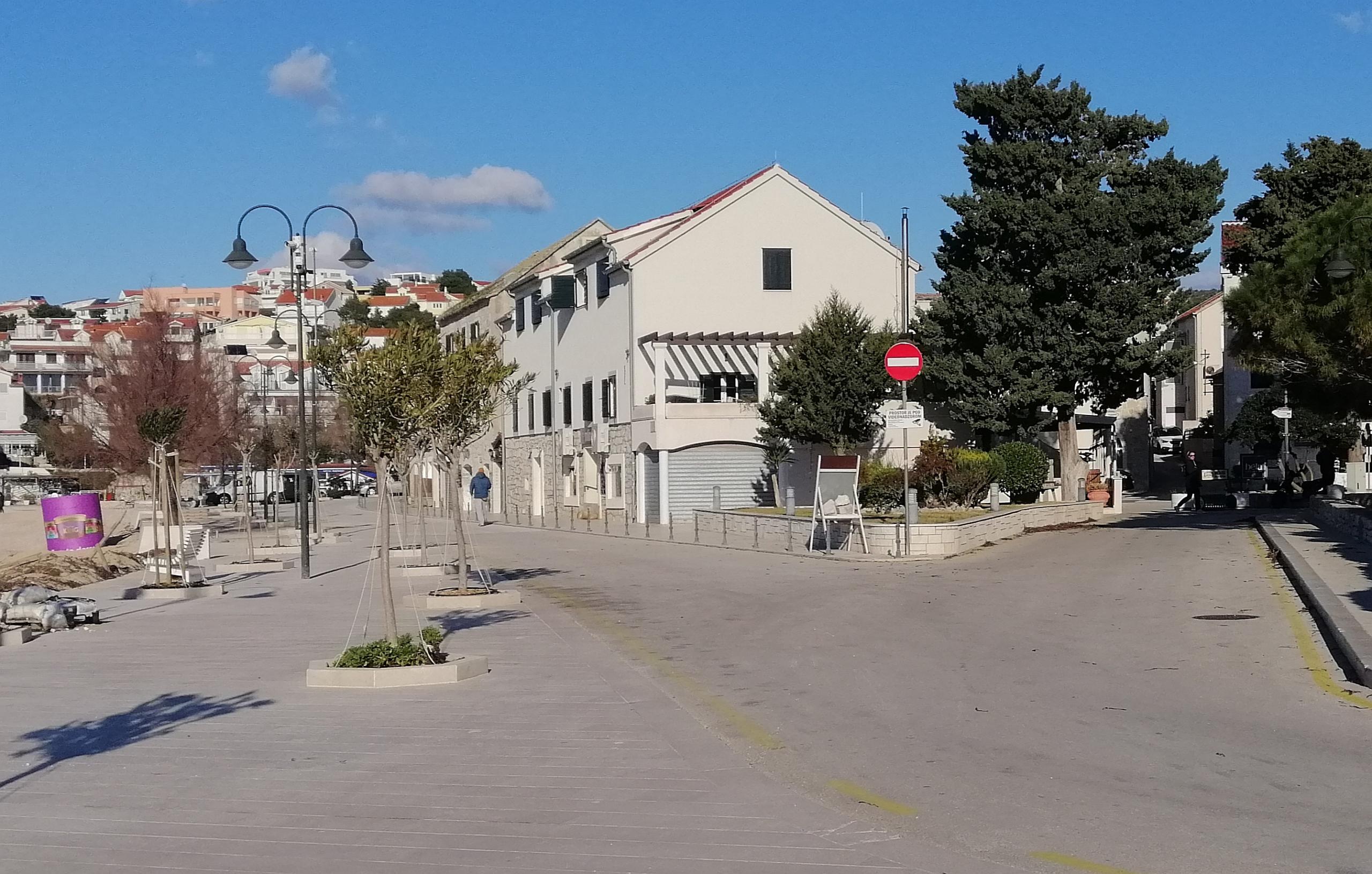 Trg don Ive Šarića