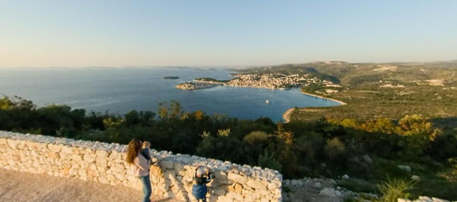 FOTO 360° – Kip Gospe od Loreta – Pogled sa vrha brda Gaj