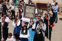 FOTO: Održana procesija s Gospinom slikom primoštenskim ulicama preko Rudine do crkve